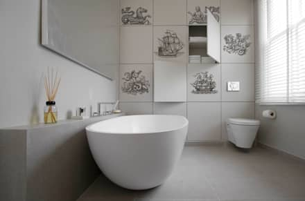Sailing Ships: modern Bathroom by Pixers