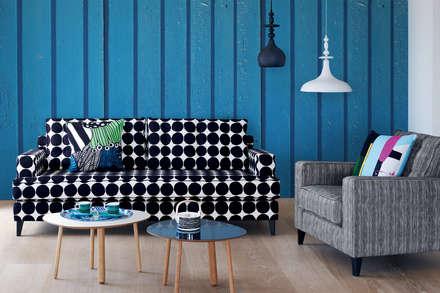 Aquamarine Boards: scandinavian Living room by Pixers