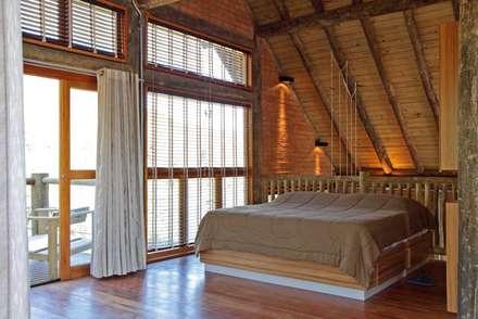 Dormitorios de estilo rústico por SCALI & MENDES ARQUITETURA SUSTENTAVEL