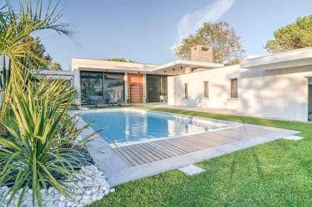 Construction d'une maison plain-pied spacieuse et luxieuse: Maisons de style de style Moderne par Archionline