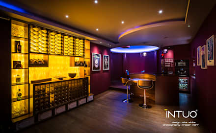 The games room and bar.: minimalistic Media room by Intuo