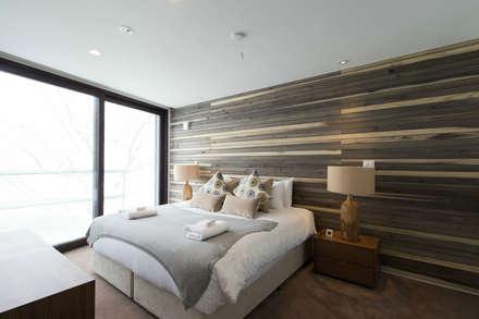 Kawasemi: ヒココニシアーキテクチュア株式会社が手掛けた寝室です。