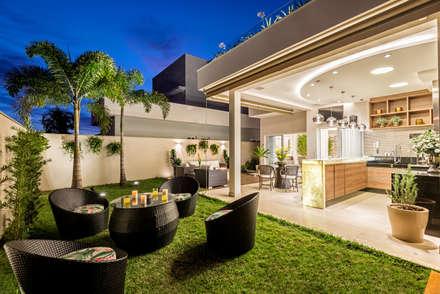 Casa Villa: Terraços  por Designer de Interiores e Paisagista Iara Kílaris