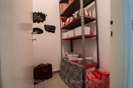 Home Staging al Quartiere Collatino: Spogliatoio in stile  di Flavia Case Felici