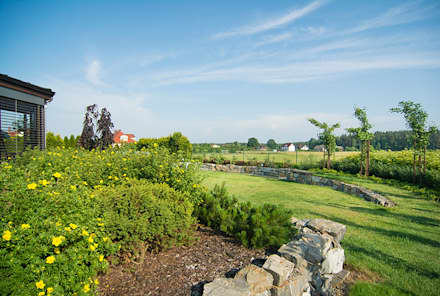 Ogród zimowy: styl , w kategorii Ogród zaprojektowany przez Pracownia Projektowa Architektury Krajobrazu Januszówka