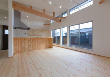 リビング: 中村建築研究室 エヌラボ(n-lab)が手掛けたリビングです。