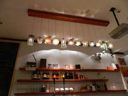 La Cafetera-Iluminación de la Barra: Restaurantes de estilo  por 1en1arquitectos