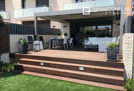 Pérgola bioclimática RENSON CAMARGUE: Jardines de estilo moderno de CONILLAS - exteriors