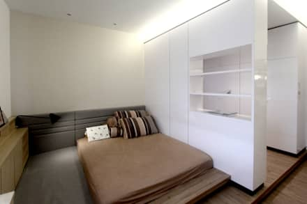 The Sanderson Home: modern Bedroom by inDfinity Design (M) SDN BHD