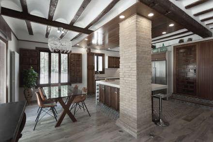rustic Dining room by Raul Garcia Studio