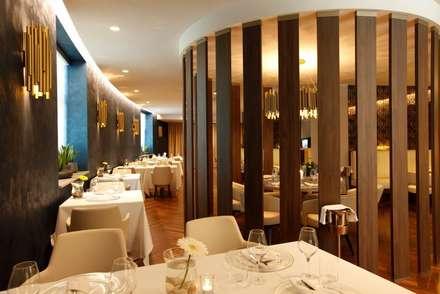 Hilton Doubletree Yeveran : Bar & Club in stile  di M.M. Lampadari