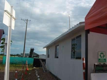 Campamentos: Bodegas de estilo industrial por Sistemas de construcción enceco