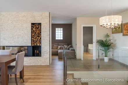 Vivienda en Cesalpina: Pasillos y vestíbulos de estilo  de Gramil Interiorismo II