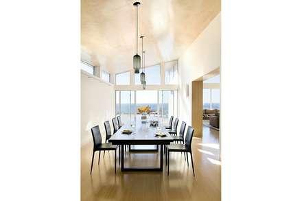 Modern dining room: modern Dining room by ZeroEnergy Design