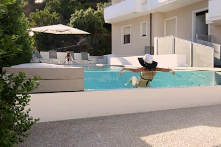 Hotel Nettuno | Outdoor spaces and infinity pool: Piscina in stile in stile Moderno di DomECO