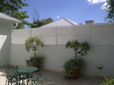 SCREEN 25mm DIAMOND: modern Houses by Oxford Trellis