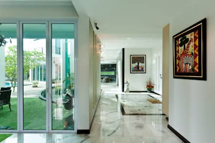 Contemporarily Dashing | BUNGALOW: modern Corridor, hallway & stairs by Design Spirits