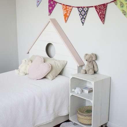 Cabeceros: Dormitorios infantiles de estilo clásico de HAPPY HOME BARCELONA