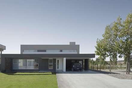 Casa M: Casas de estilo moderno por DMS Arquitectura