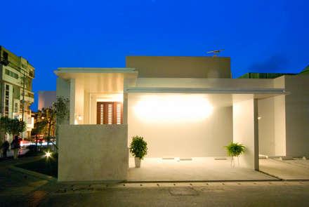 AGN-HOUSE: 門一級建築士事務所が手掛けたガレージです。