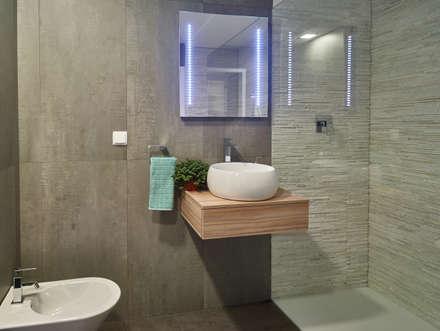 Casa modular: Casas de banho modernas por ClickHouse