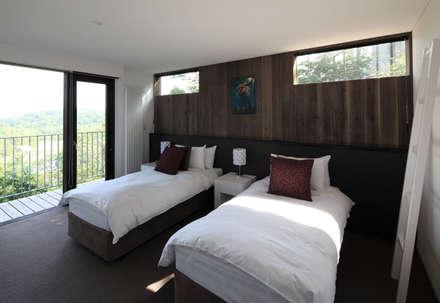 TOKUBETSU: ヒココニシアーキテクチュア株式会社が手掛けた寝室です。