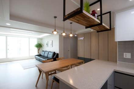 분양아파트 리모델링 하고 입주하기 : 디자인투플라이의  다이닝 룸