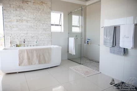 House Shenck Rerh: modern Bathroom by Rudman Visagie