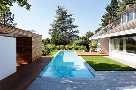 modern Pool by Schwimmbad-Henne GmbH