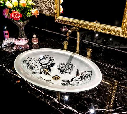 SLAVIA CRYSTAL ROSANNA FR Decor WB009: SLAVIA  CRYSTALが手掛けたお風呂です。