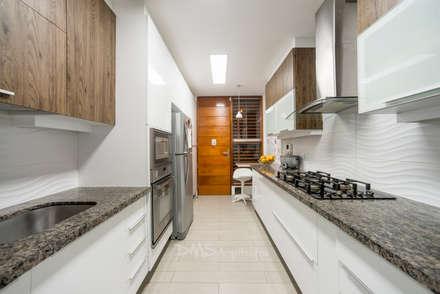 Casa AG: Casas de estilo moderno por DMS Arquitectas