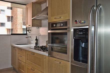 classic Kitchen by Loft estudio C.A.