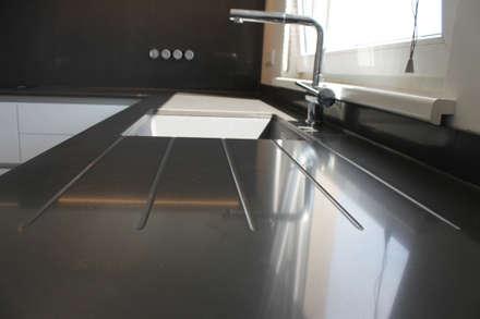plan de travail: Cuisine de style de style Moderne par Agence ADI-HOME