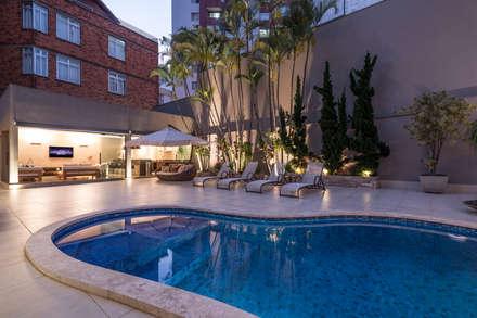 modern Pool by Andréa Buratto Arquitetura & Decoração