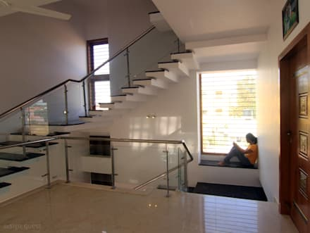 Gowrishankar Residence: modern Corridor, hallway & stairs by Design Quest Architects