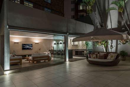 Projeto DSC: Piscinas modernas por Andréa Buratto Arquitetura & Decoração