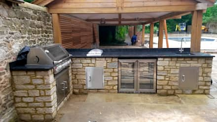 outdoor cooking area: modern Garden by wood-fired oven