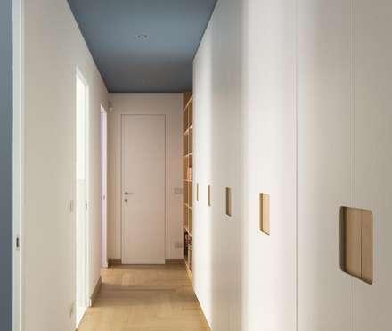 DISIMPEGNO : Ingresso & Corridoio in stile  di Luigi Brenna Architetto
