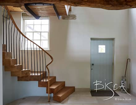 Stacked oak staircase design from Bisca:  Corridor & hallway by Bisca Staircases