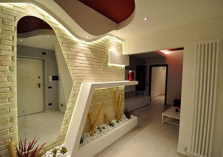 Love My Home: Ingresso & Corridoio in stile  di Officina design