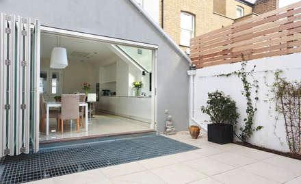 Aproveitar espaços escondidos: Jardins modernos por Architect Your Home