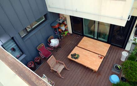 약사동 B:um-house: 건축사사무소 카안 |Architect firm KAAN의  발코니, 베란다 & 테라스