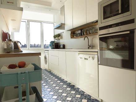 Casa da Rita e do Pedro: Cozinhas escandinavas por Homestories