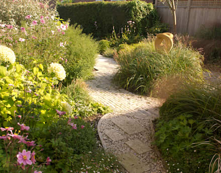 Contemporary Country Garden in The New Forest.: country Garden by Elks-Smith Landscape and Garden Design