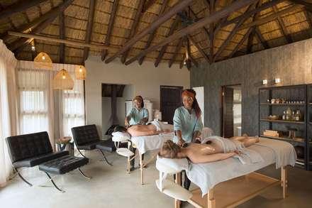 Mhondoro, een Lodge in Zuid-Afrika: moderne Spa door All-In Living