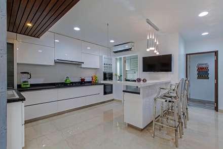 Residence at Bangalore: modern Kitchen by DesignCafe