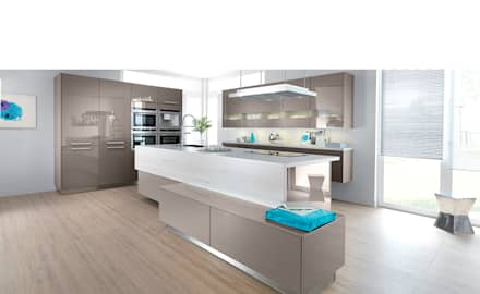 Modern open plan kitchen with island: modern Kitchen by Schmidt Kitchens Barnet