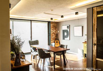 31평형 성수동 현대아파트: 커먼그라운드의  거실