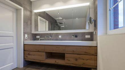 Viel Holz: moderne Badezimmer von Boddenberg