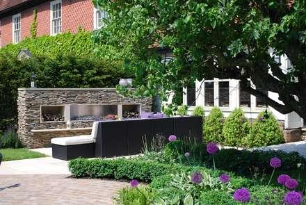 Felsted Place: minimalistic Garden by Aralia